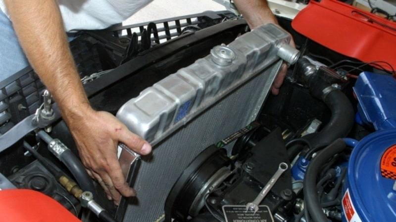 کم شدن آب رادیاتور ماشین